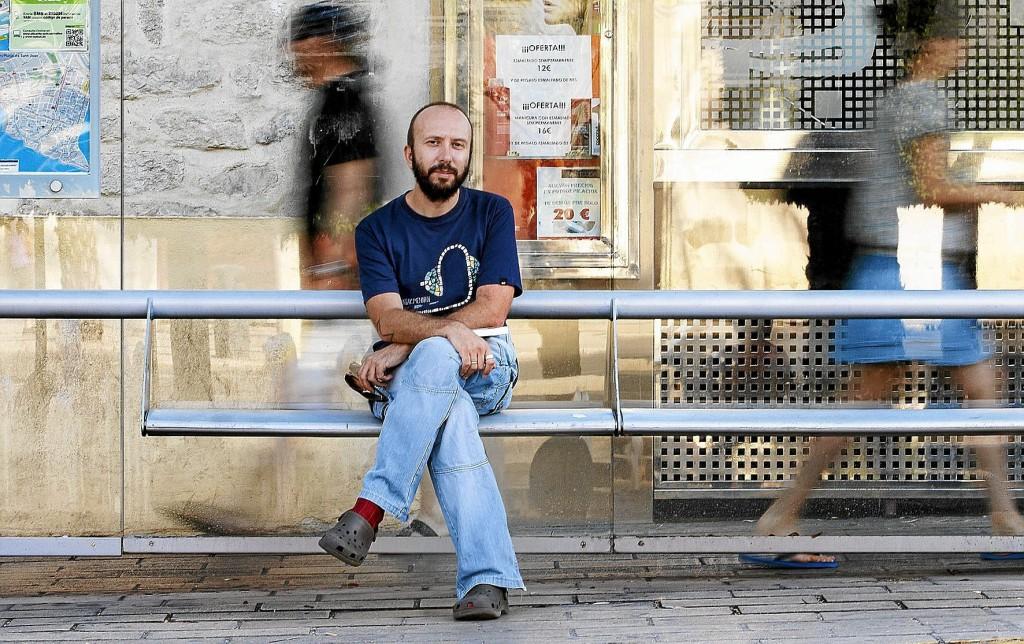 Jota Galiana es periodista y actualmente trabaja como traductor especializado en subtítulos. / Foto: P. RUBIO